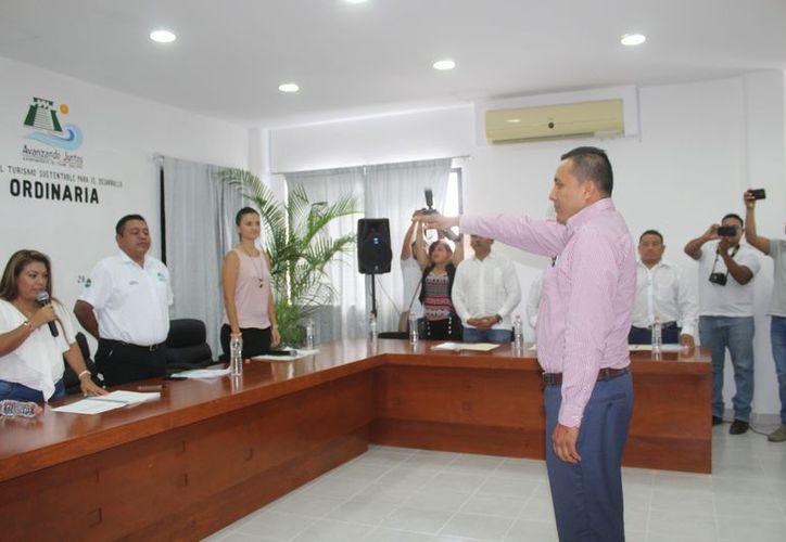Yuriko Yeekon Guzmán rindió protesta como titular de la segunda regiduría. (Sara Cauich/SIPSE)