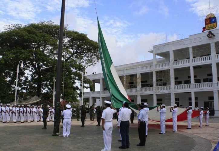 Las Fiestas Patrias dieron comienzo este martes en la capital del Estado. (Paloma Wong/SIPSE)