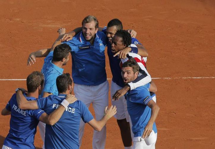 El equipo francés de Copa Davis celebra su avance a la final, que no ganan desde 2001. (Foto: AP)