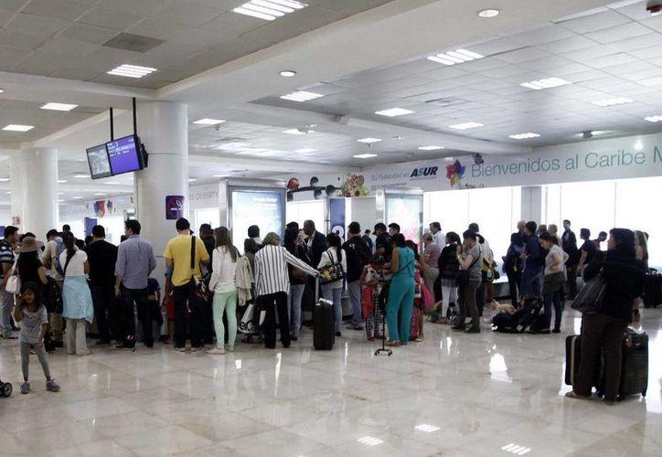 El Aeropuerto Internacional de Cancún registró un millón 225 mil 784 turistas nacionales y extranjeros. (Redacción/SIPSE)