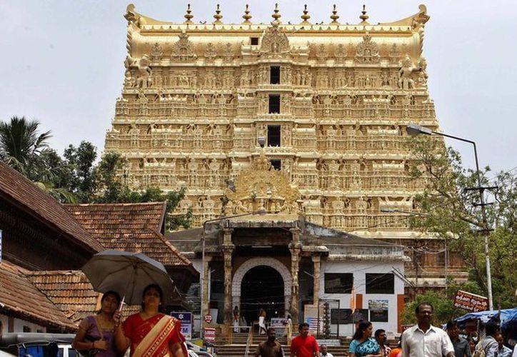 """Aunque la Corte Suprema ordenó un inventario del tesoro del templo Sree Padmanabhaswamy, jamás fue completado por temor a una """"maldición"""" divina. (AP)"""