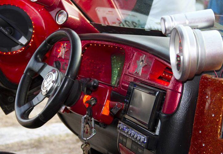 El vehículo de Dennis Cruz Hernández ha participado en varios concursos en el país. (Consuelo Javier/SIPSE)