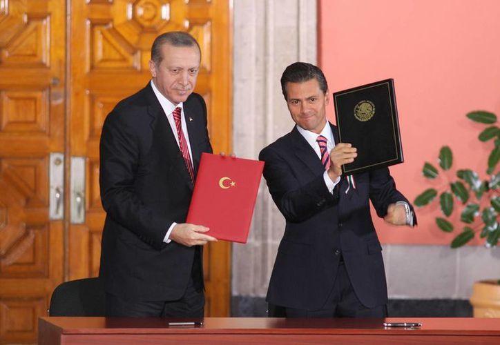 El presidente turco, Recep Tayyip Erdogan, y Peña Nieto firmaron un memorándum en materia de protección y preservación del patrimonio cultural. (Notimex)