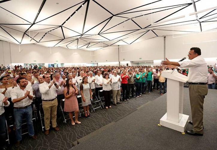 El gobernador Rolando Zapata Bello encabezó una sesión extraordinaria del Consejo Político Estatal priista, misma que sirvió de marco para conmemorar el cuarto aniversario de su triunfo electoral. (Cortesía)