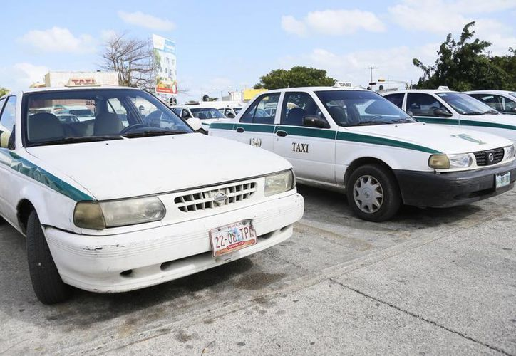 Circulan más de siete mil unidades de taxi en Cancún. (Luis Soto/SIPSE)