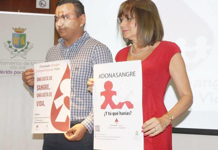 Los carteles con los que se promoverá la campaña de donación de sangre. (SIPSE)