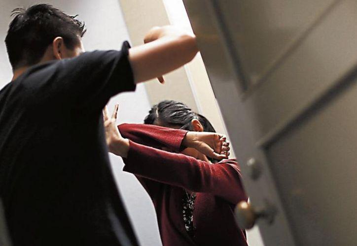 En redes sociales circula un video de la agresión de un hombre contra su esposa en Brasil. (Foto: Contexto)