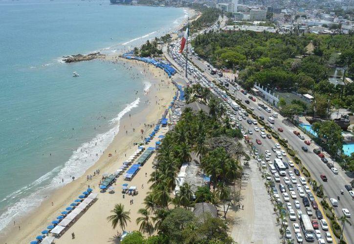 Se espera que en los Días Santos arriben al puerto más visitantes. (Notimex)