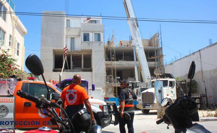 Una obra de construcción realizada con una grúa de 18 metros de altura fue denunciada por alterar a los niños de una guardería. (Daniel Pacheco/SIPSE)