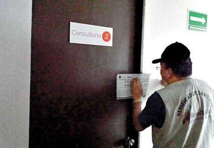 La Cofepris clausuró de manera total la clínica donde fueron atendidos las 27 personas de la tercera edad. (Cortesía/Internet)