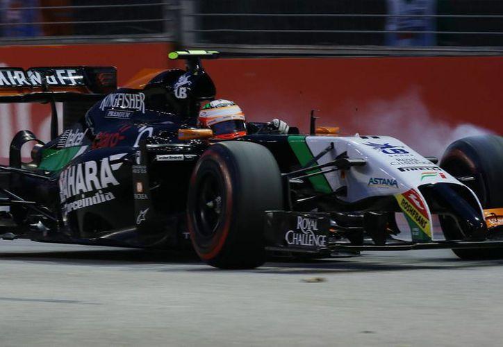 Una falla en los neumáticos relegó a Sergio Pérez de la Q3. (Foto: AP)