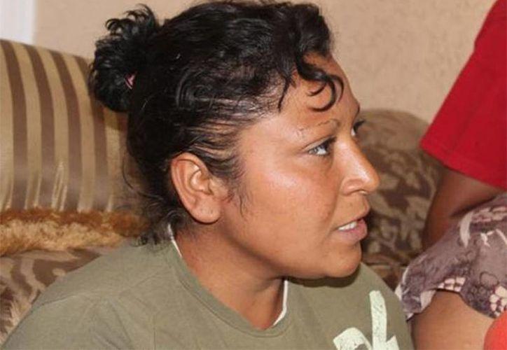 La madre de Christopher, el niño asesinado por sus primos, abandonó Chihuahua un día antes de la audiencia de vinculación a proceso. Fotografía de la mujer Tania Concepción Mora Alvarado durante una entrevista. (Excelsior)