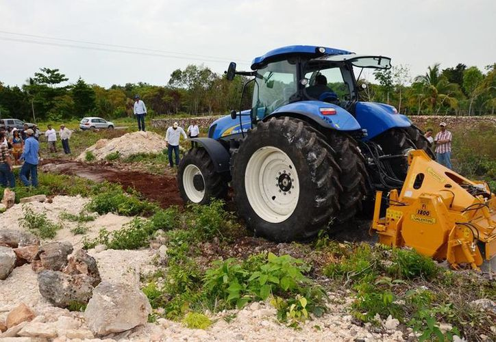 La maquinaria a utilizar para el mejoramiento de suelos pedregosos tiene un valor de unos tres millones de pesos. (Edgardo Rodríguez/SIPSE)