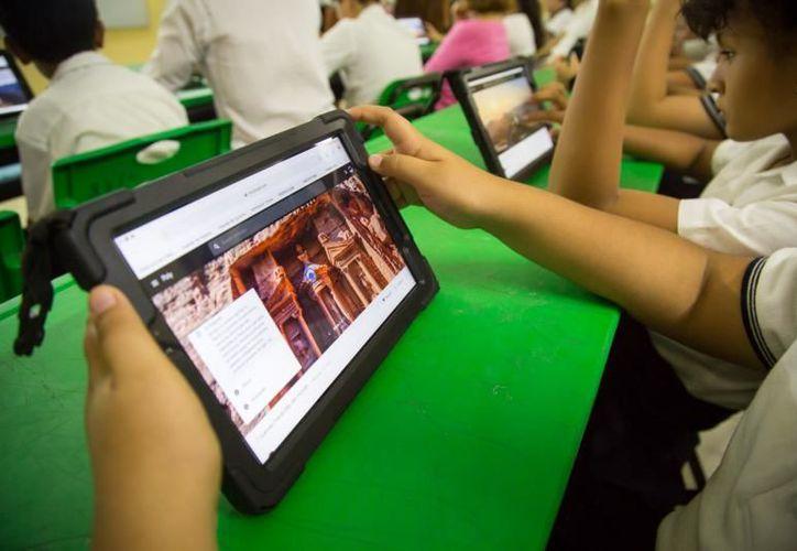 Con estas tabletas, el alumnado y el cuerpo docente fortalecerán sus competencias. (Novedades Yucatán)