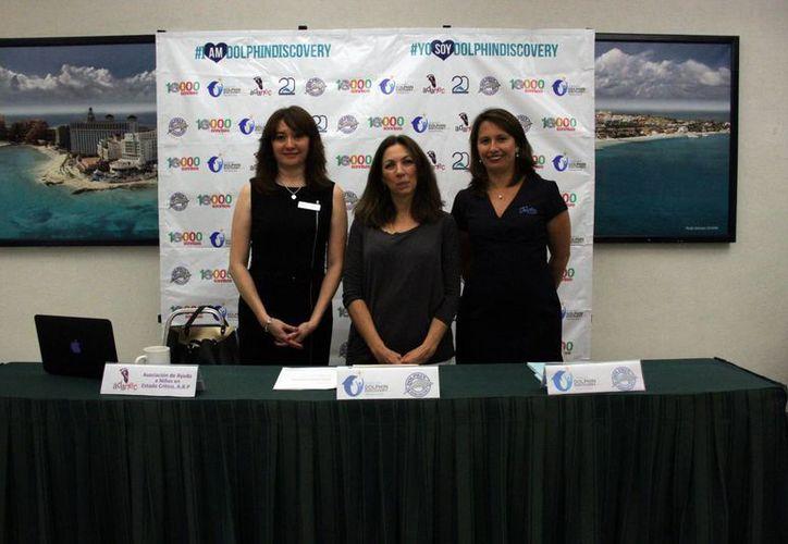 Katy Rosado Rodríguez, directora de la administración del Grupo Dolphin Discovery; Rosy Ramírez de Zepeda, fundadora de Adanec; Guadalupe Jiménez, Patrono Fundación Dolphin Discovery. (Redacción/SIPSE)