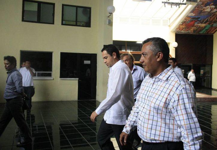 El ex presidente municipal de Othón P. Blanco fue atendido por el presidente de la Gran Comisión, José Luis Toledo Medina. (Harold Alcocer/SIPSE)