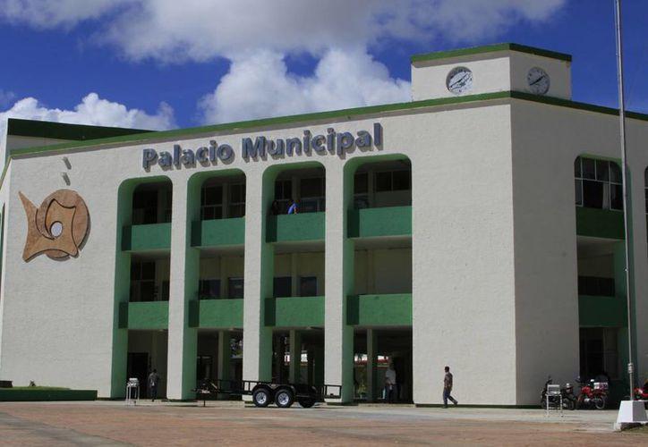 El Cabildo de Othón P. Blanco aprobó dar de baja 995 artículos denominados chatarra y 41 vehículos. (Ángel Castilla/SIPSE)
