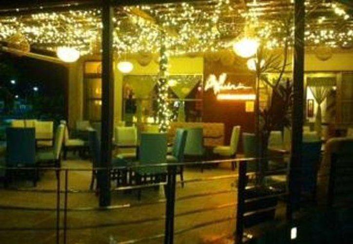 Encargados de espacios públicos de reunión, como los restaurantes,deben recibir capacitación para dar atención adecuada a invidentes.