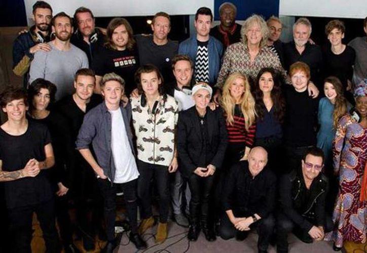 Cantantes como Bono, One Direction, Chris Martin de Coldplay, y Rita Orase, entre otros, se reunieron para interpretar el tema. (Band Aid Trust)