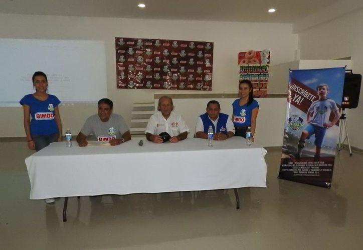 Los responsables del torneo presentaron los detalles del campeonato. (Raúl Caballero/SIPSE)