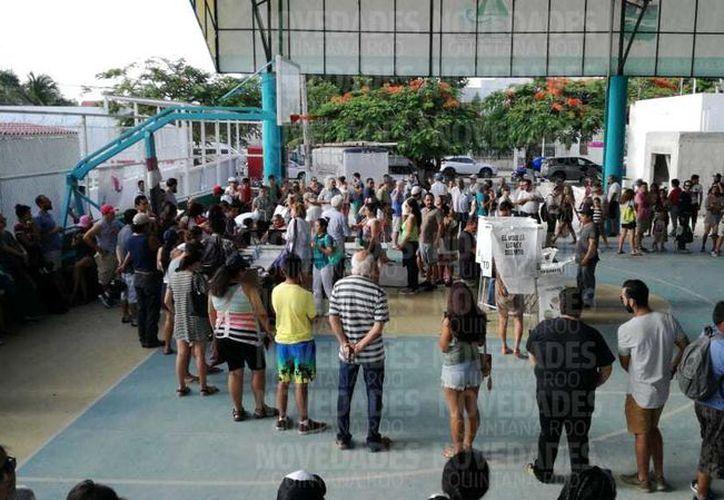 Se quedan si votar decenas de turistas y foráneos. (SIPSE)