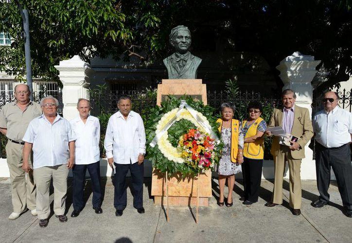 Dirigentes de diversas asociaciones estuvieron en el  homenaje al artista Rómulo Rozo, por el 116 aniversario de su natalicio. (Milenio Novedades)