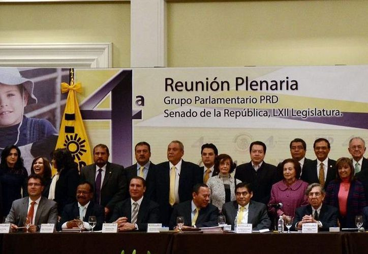 Jesús Zambrano, Miguel Barbosa, Cuauhtémoc Cárdenas y Dolores Padierna encabezaron la sesión plenaria del PRD. (Notimex)