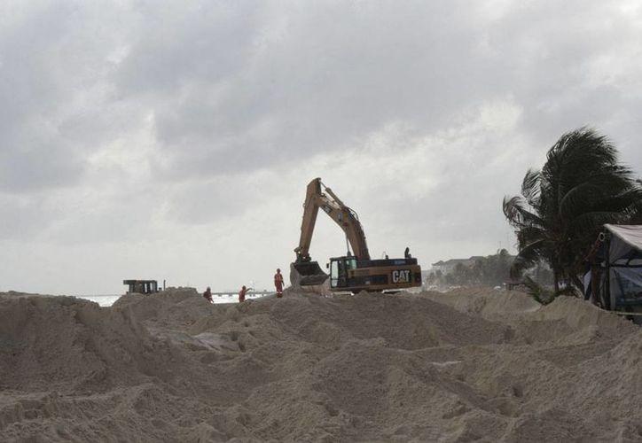 La recuperación de arenales que se realizó en 2010 en Cancún y Playa del Carmen. (Adrián Barreto/SIPSE)