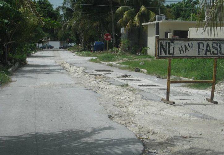 Los grandes baches de las calles del Pueblo Mágico han sido resultado de las pasadas lluvias, además del paso de vehículos. (Javier Ortiz/SIPSE)
