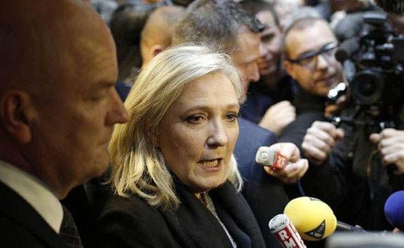 La aspirante a la presidencia de Francia, Marine Le Pen, ha dominado la primera ronda de las elecciones en Francia promoviendo su mensaje antiinmigrantes y aprovechando preocupación debido a la ola de refugiados y la violencia que ha mostrado el Estado Islámico. (Archivo AP)