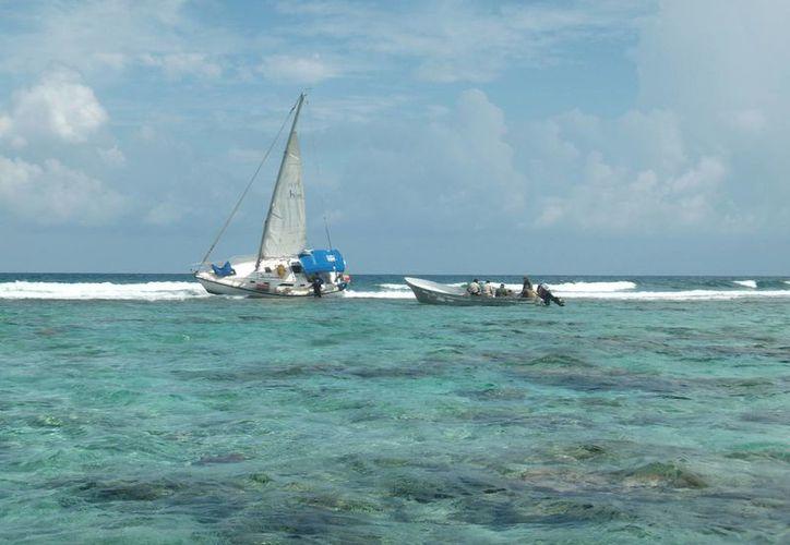 "Le urge a  la Conanp reunir 700 mil pesos para sacar al velero ""serenity"". (Paloma Wong/SIPSE)"