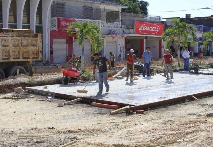 La Sintra espera abatir, a finales de este mes, el retraso en las obras de remodelación de la avenida De los Héroes. (Harold Alcocer/SIPSE)