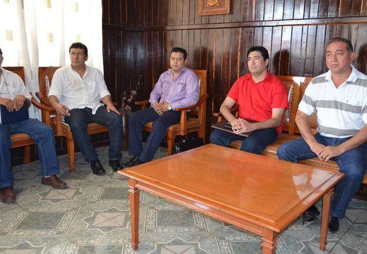 Entrega-recepción de los bienes y documentos de la comuna en José María Morelos. (Carlos Yabur/SIPSE)