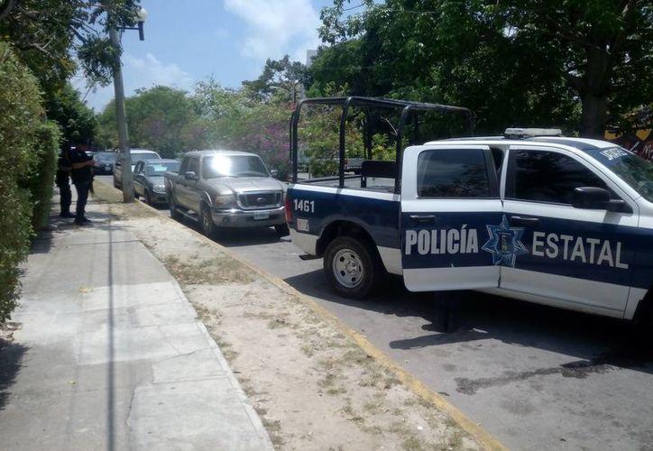 Supuestamente los delincuentes dejaron abandonada una camioneta. (Eric Galindo/SIPSE)