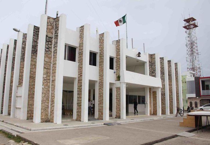 El ayuntamiento descartó que existan fondos congelados como medida de presión para el pago de los 72 ex trabajadores, pues los bancos no les han notificado de tal acción.  (Foto: Jesús Caamal / SIPSE)