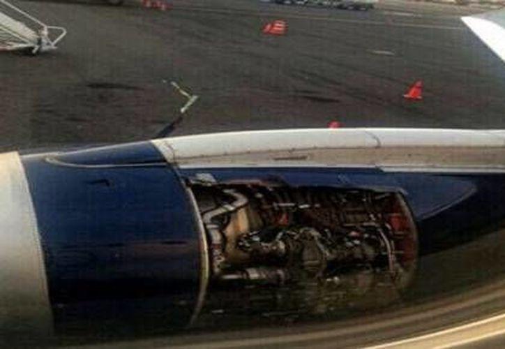 El vuelo 3351 de Aeroméxico sufrió una avería esta mañana en pleno vuelo hacia Cancún, por lo que tuvo que regresar al Aeropuerto Internacional de la Ciudad de México (AICM), luego de que una de las tapas de la turbina del motor derecho se desprendiera. (Twitter: claudiotv12dgo)