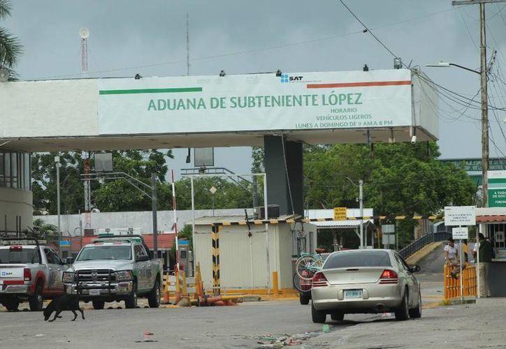El atropellamiento de una persona causó un enfrentamiento entre policías y pobladores en la aduana Subteniente López. (Redacción/SIPSE)