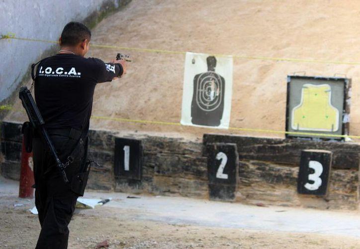"""Las actividades de ayer incluyeron una demostración de tiro en la academia """"Luis F. Sotelo Regil"""". (SIPSE)"""