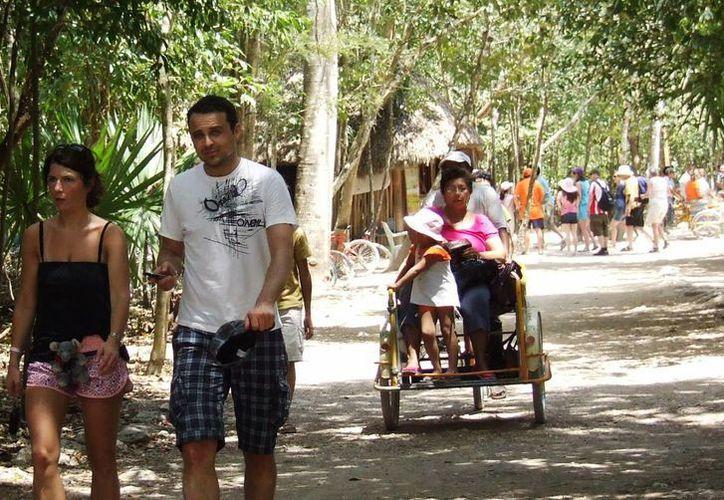 Estas personas ganan de 180 a 200 pesos diarios. (Rossy López/SIPSE)