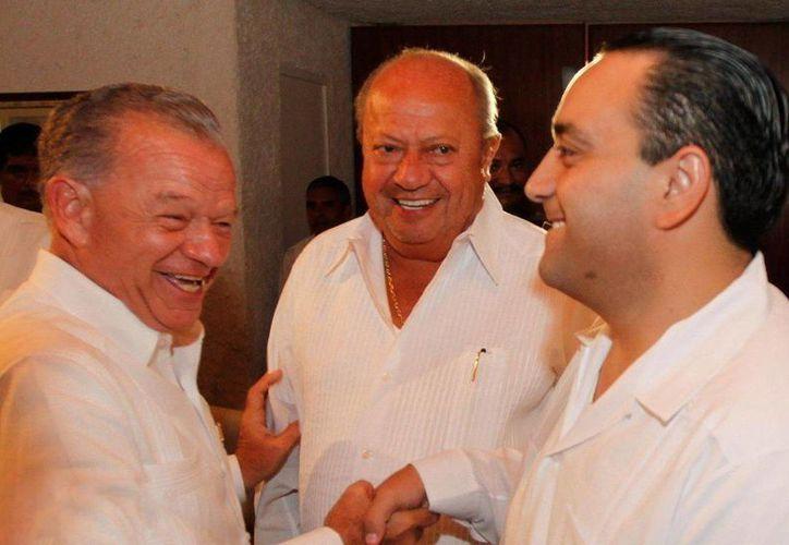 Andrés Granier junto a Carlos Romero Deschamps y el gobernador de Quintana Roo, Roberto Borge, durante el primer informe de gobierno de éste. (qroo.gob.mx)