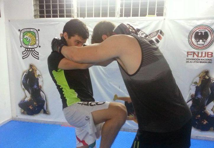 Luchas extremas se realizarán mañana en la jaula instalada en el Deportivo de La Inalámbrica. (Milenio Novedades)