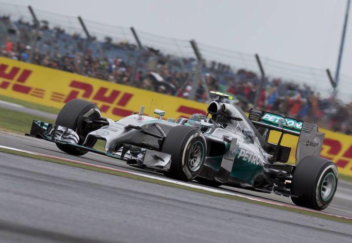 El piloto alemán será escoltado por Vettel y Button. (Foto: AP)