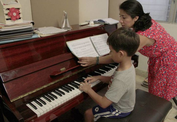 Los menores forman parte de la orquesta infantil de la academia de música Vivaldi. (Tomás Álvarez/SIPSE)