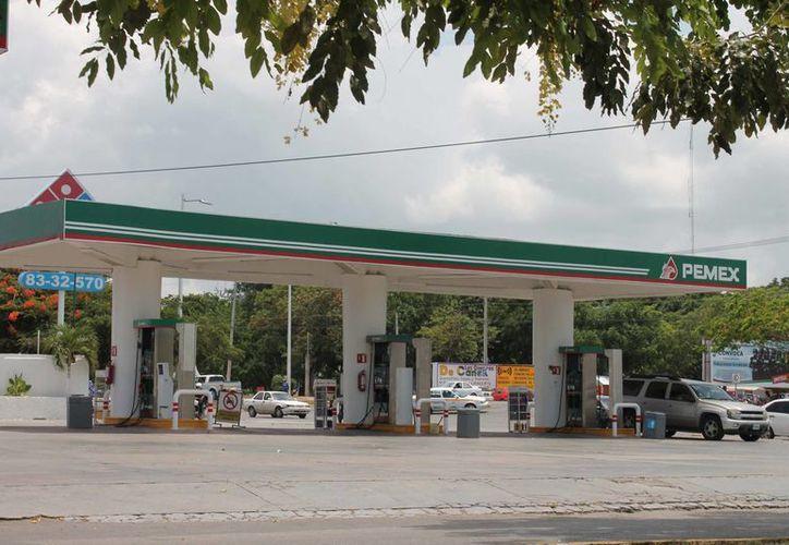En caso de homologarse el precio de la gasolina, Chetumal la adquiriría más barata. (Harold Alcocer/SIPSE)