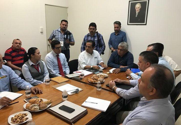 Participaron en la reunión representantes de las instituciones financieras Santander, Banco del Bajío, Banorte, CitiBanamex, Banco Vé Por Más, entre otros. (Redacción/SIPSE).