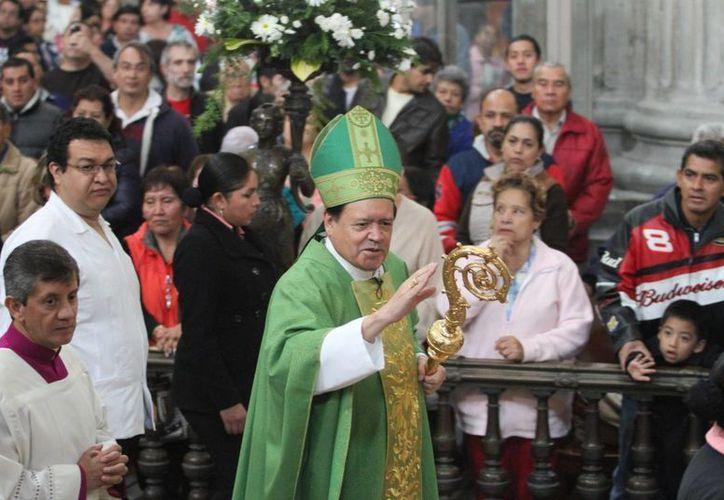 El arzobispo primado de México pidió aplicar el evangelio 'aquí y ahora' en cada comunidad. (Notimex)