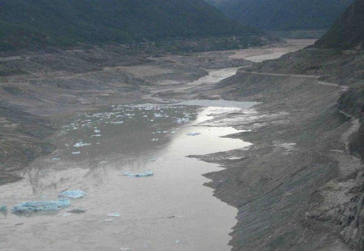 En los últimos cinco años, el lago Cachet II, en Chile, ha desparecido completamente unas 10 veces. (glaciologia.cl)