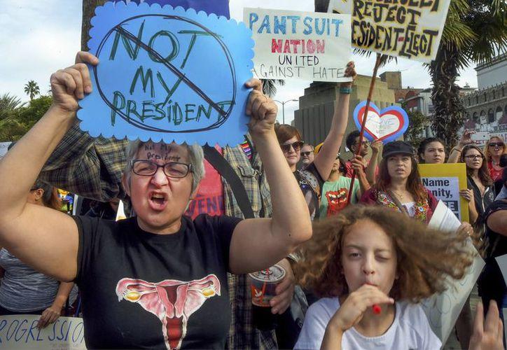 En Los Ángeles, una ciudad santuario, se han realizado protestas contra la victoria de Donald Trump a la presidencia. (AP)