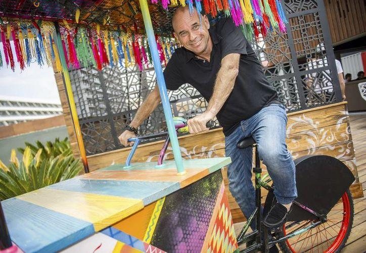El creador del Cirque du Soleil, Guy Laliberté, dice que su nuevo proyecto reflexiona sobre el ritual de la muerte del ser humano. En la foto, durante una entrevista. (EFE)