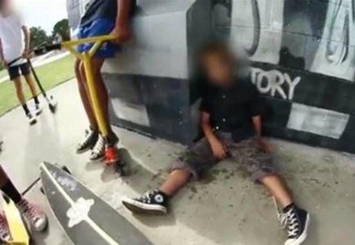 El menor fue trasladado en ambulancia al hospital para recibir asistencia médica. (YouTube)
